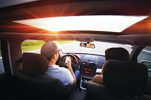 ハワイのレンタカー会社から交通ルールをご紹介
